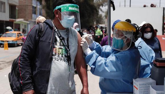 Luis Suárez destacó el trabajo de las brigadas de vacunación. ( Fotos: Ángela Ponce/ @photo.gec)
