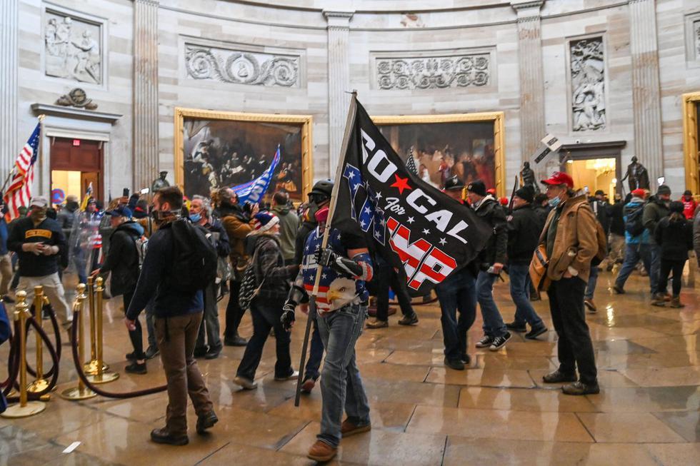 Los manifestantes violaron la seguridad y entraron al Capitolio mientras el Congreso debatía la Certificación de Voto Electoral de las elecciones presidenciales de 2020. (Texto: AFP / Foto: SAUL LOEB / AFP)