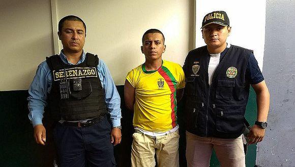 Ratero es capturado tras robar celular a pasajera de taxi en el Cercado de Lima