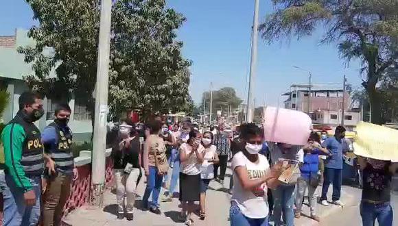 Piura: familiares de la víctima exigieron justicia en el frontis de Depincri. (Foto: Captura de video)