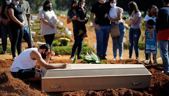 """""""Si Brasil no está bajo control, (si hay) cientos de miles de casos todos los días, vamos a tener un depósito de nuevas variantes que pueden surgir y extenderse a América del Sur y a América Latina, y luego al mundo entero en cuestión de semanas"""". (Foto: Fernando Bizerra / EFE)"""