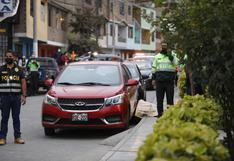 Los Olivos: sicarios en moto asesinaron a balazos a tres personas frente a un parque donde jugaban varios niños