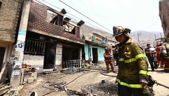 Pareja y su hija sufren quemaduras en incendio de grifo clandestino (FOTOS)