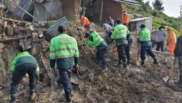 Huancavelica: Los vecinos alertaron que una casa de adobe fue sepultada por una avalancha de lodo y piedra. (Foto: PNP