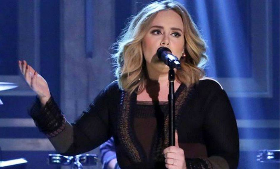 ¡Qué pasó! Adele se olvidó de la letra en pleno concierto [VIDEO]