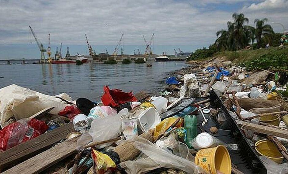 """Una marea de basura crea nuevo """"ritmo"""" musical en Río de Janeiro"""