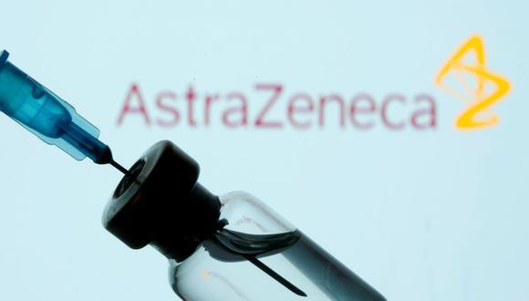 La vacuna contra el COVID-19 de AstraZeneca ya ha sido distribuida en algunos países. (REUTERS / Dado Ruvic).