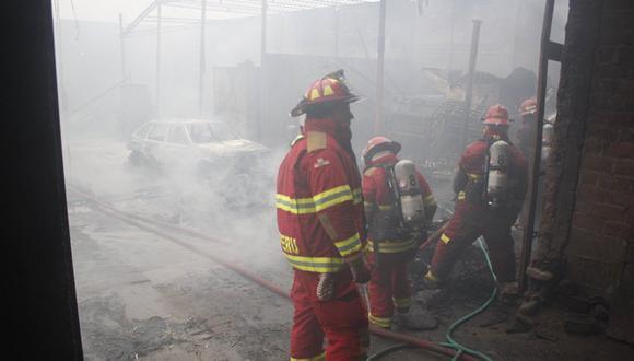 Dantesco incendio se produjo en almacén de Huachipa en Año Nuevo [FOTOS]