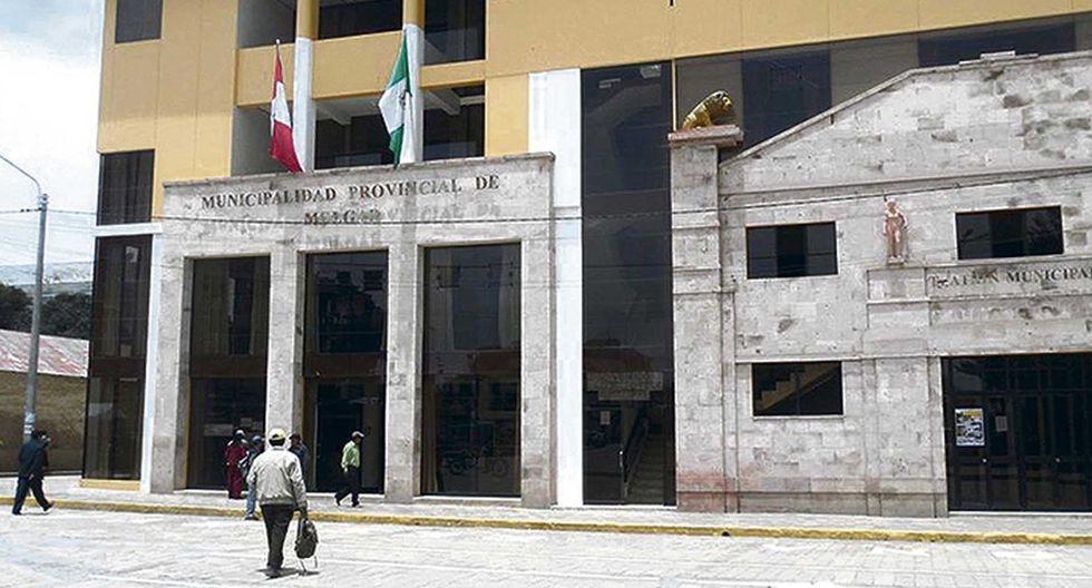 Puno: Trabajadores de Municipalidad de Melgar devuelven bono de S/380 que recibieron por error