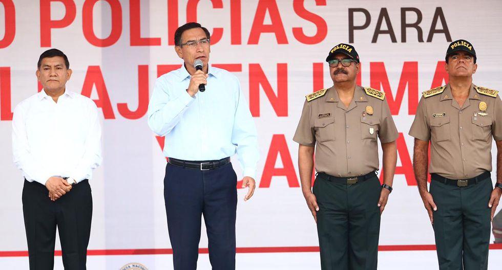 Martín Vizcarra encabezó ceremonia de presentación de 2.500 policías para patrullaje junto al ministro del Interior, Carlos Morán. (Foto: GEC)