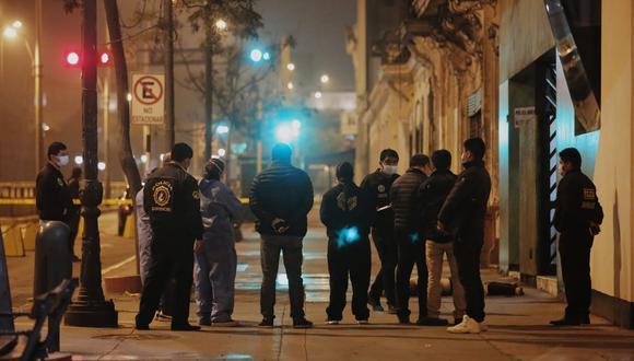 Sujeto murió al instante tras impactar contra la acera de la cuadra 3 de la avenida España. Foto: Gonzalo Córdova / @photo.gec