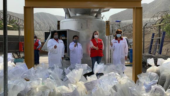El trabajo de estas mujeres no ha cesado durante la pandemia, pues la labor que realizan tiene que ser presencial. (Foto: Mininter)
