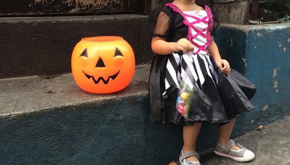 Si bien los expertos de la salud recomiendan que lo mejor es quedarse en casa, si opta por salir con sus pequeños a pedir dulces en Halloween sigan los consejos que le damos a continuación. | Crédito: Pixabay / Referencial.