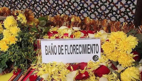 Los baños de florecimiento son usuales para recibir el Año Nuevo. (GEC)