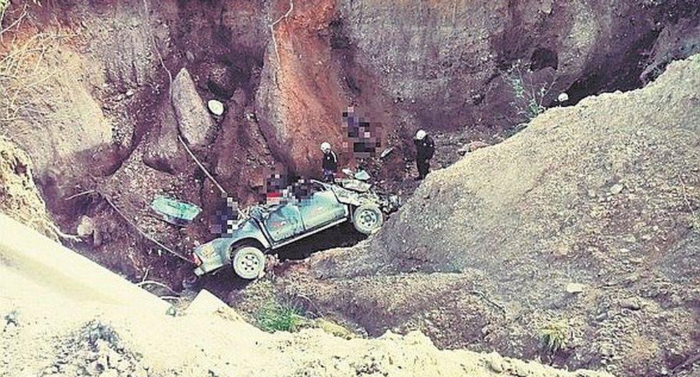 Camioneta cayó a abismo y mueren siete pasajeros que iban en la tolva