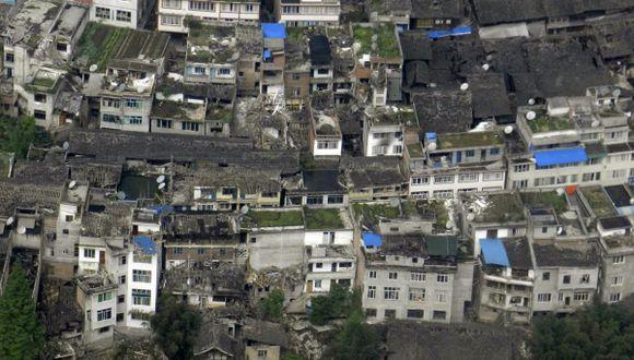 China: Terremoto causa al menos 150 muertos