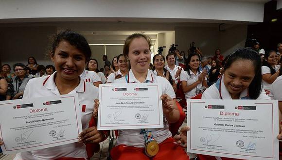 Atletas peruanos de las olimpiadas especiales de Abu Dhabi son reconocidos por el Gobierno