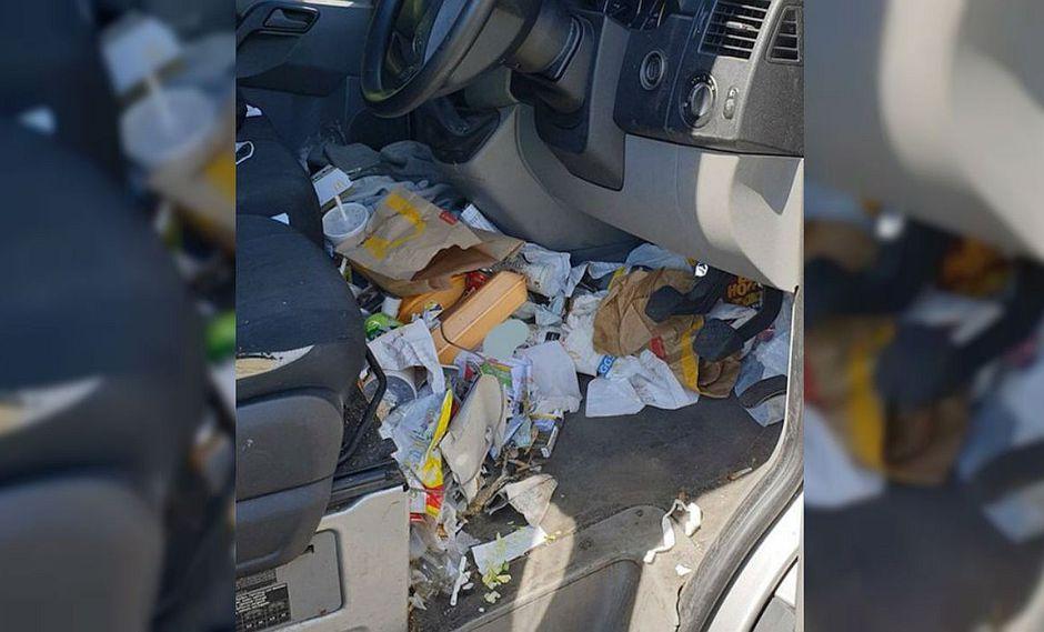 Detienen a conductor por tener demasiada basura en el interior de su auto