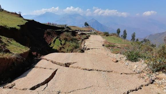 Apurímac: la carretera de ingreso al centro poblado presenta grietas y los sistemas de riego en varios tramos se vieron afectados. (Foto: Carlo Peña)