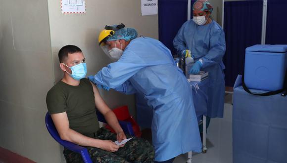 Militares reciben su segunda dosis contra el COVID-19. (Foto: FAP)