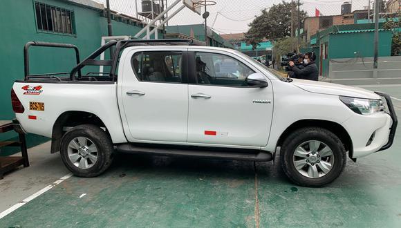 Esta es la camioneta Hi Lux que recuperaron los agentes de la Diprove tras una persecución a una banda criminal. (Foto: PNP)