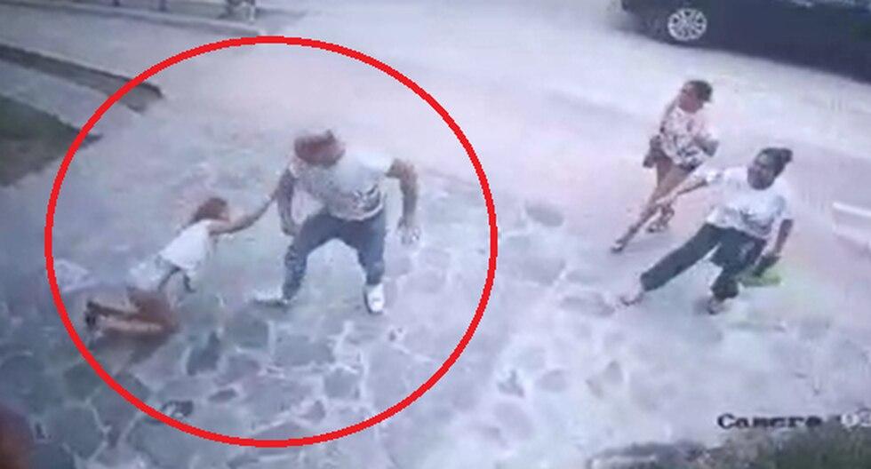 La mujer intenta calmar al futbolista sin embargo no lo consigue y termina sentada en el pavimento. (Foto captura: RPP Noticias)