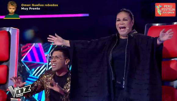 """Integrantes de """"La Voz Perú"""" presentaron nueva versión de """"Ritmo, color y sabor"""", canción de Eva Ayllón. (Foto: Captura Latina)."""