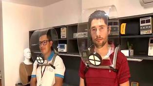 Biomédicos peruanos crean novedoso casco que ayuda a reducir los contagios por COVID-19