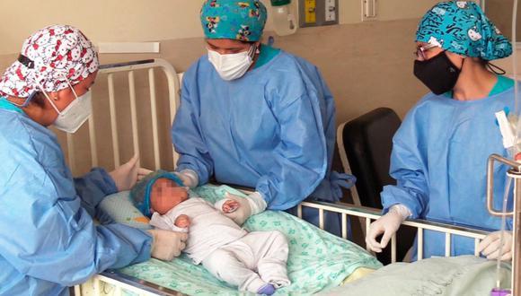 Especialistas del INSN operaron con éxito a un bebito que tenía una enfermedad compleja en el cerebro (Foto: INSN)