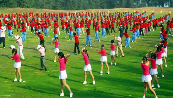Una escuela de China implanta clases obligatorias de golf