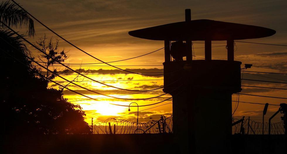 El sol se pone sobre la prisión preventiva de Bangkok en Bangkok (Tailandia), el 6 de mayo de 2021. (Jack TAYLOR / AFP).