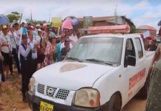 Vecinos hacen 'chancha' y reparan patrullero en Pucallpa | VIDEO