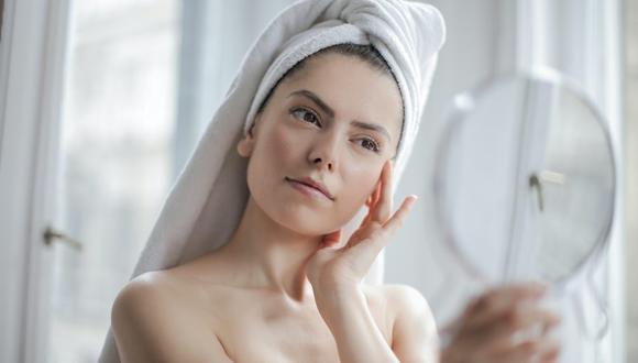 Aplicar una crema hidratante en la piel de la cara y el cuerpo es muy importante en días de verano. (Foto: Pexels)