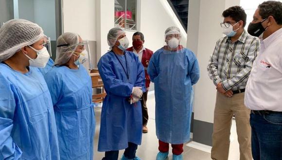 Pasco: El ministro del Interior, Jorge Montoya, entregó un importante lote de equipos de protección personal, medicamentos y pruebas rápidas, a las autoridades de los distritos de Oxapampa y Villa Rica. (Foto Mininter)