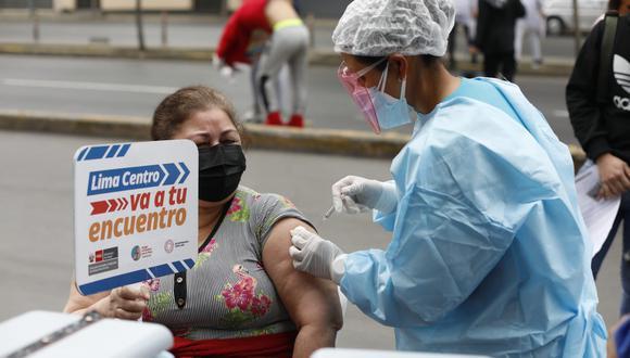 La vacunación contra el coronavirus a nivel nacional sigue avanzando. A la fecha, se inmunizan a mayores de 18 años. Foto: GEC