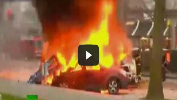 Mira las impresionantes imágenes de helicóptero que se estrella con dos autos [VIDEO]