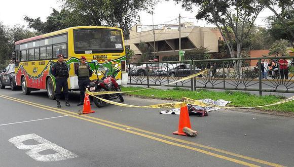 Bus a excesiva velocidad atropella y mata a una escolar en Miraflores