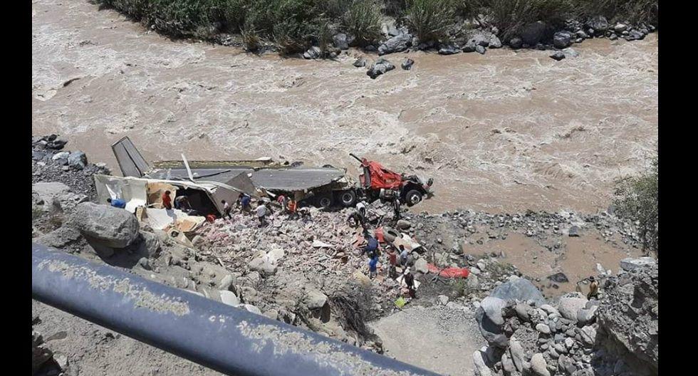 Policía investiga causas que provocaron despiste y volcadura de camión (Foto: Carmen Quispe)