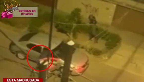 Los hampones huyeron a bordo de una camioneta tras cometer el robo. (Foto captura: Latina)