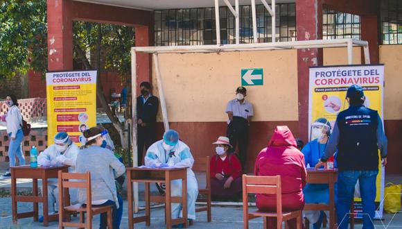 Huánuco: las pruebas rápidas de COVID-19 se realizó en las instalaciones del colegio Illathupa. (Foto: Gore Huánuco)