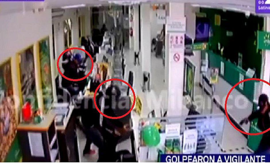 Tres delincuentes armados se llevan S/ 10 mil tras asaltar banco en Paita (VIDEO)
