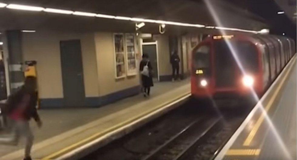 YouTube: joven hizo salto mortal frente a tren en marcha (VIDEO)