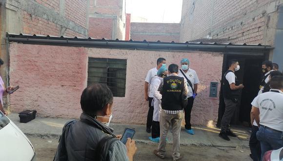 La Policía realiza las respectivas diligencias en la escena del crimen.