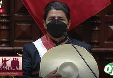 Castillo se quitó el sombrero durante entonación del Himno Nacional para no incurrir en un delito
