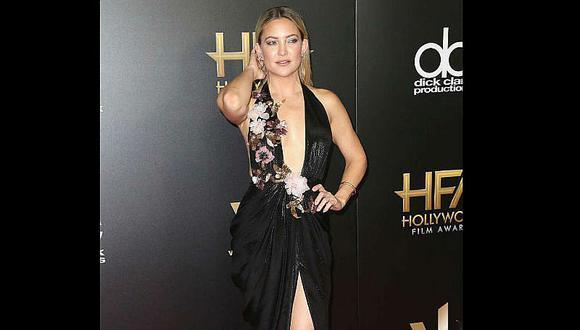 Wow! Kate Hudson roba miradas con sexi escote de Marchesa