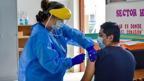 Huánuco: colocan segunda dosis de la vacuna contra el COVID-19 a personal de salud (Foto: Gore Huánuco)
