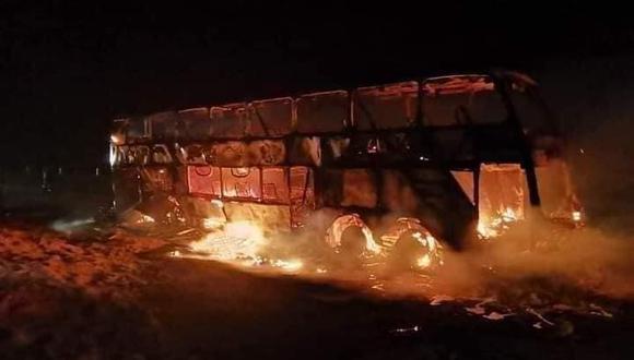Tacna: Decenas de pasajeros salvan de morir calcinados tras incendio en bus (Foto: PNP)
