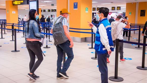 Para obtener su certificado de movimiento migratorio deberá realizar el pago de S/18.90. (Foto: Andina)