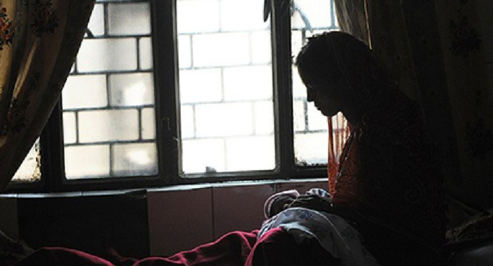 India: Menor es obligada a desnudarse delante de la policía para demostrar violación