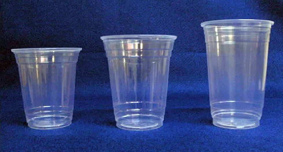 La verdad detrás de las líneas de los vasos de plásticos